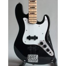 Guitare basse miniature...